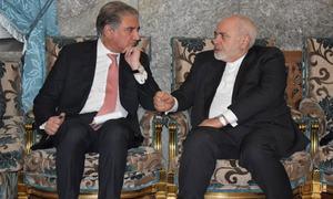 وزیر خارجہ کی ایرانی ہم منصب سے ملاقات، 'پاکستان صرف امن میں حصہ دار بن سکتا ہے'