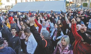 Lebanese resume protests, call for end to vacuum