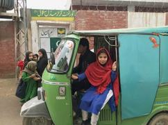 Rickshaw driver gives free ride to schoolgirls