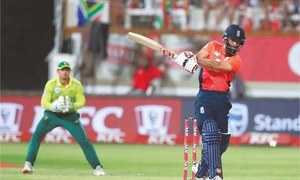 England edge South Africa in last-ball thriller to level T20 series