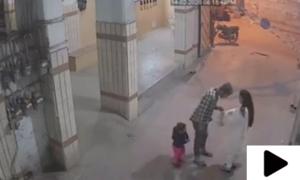کراچی میں ڈاکو نے اسلحے کے زور پر خاتون کو لوٹ لیا