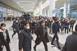 Parasite director Bong Joon-ho gets hero's welcome in South Korea