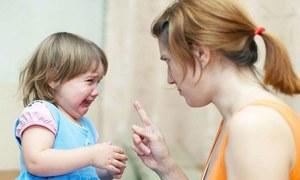 بچوں کے رونے، تنگ کرنے اور ان کی توڑ پھوڑ سے بچنے کی 7 حکمت عملیاں