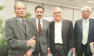 Celebrated cricket writer Qamar Ahmed's autobiography launched
