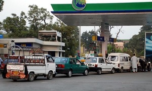 PSO says 'ample stocks' available as fuel shortage rumours trigger panic buying in Karachi