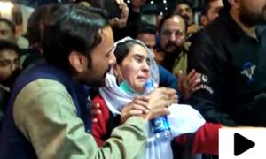 چین میں پھنسے  پاکستانی طلبہ کے والدین کا حکومت کے خلاف احتجاج