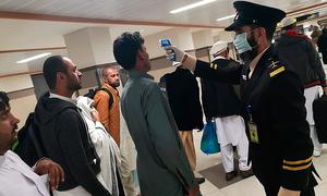 چین میں پھنسے پاکستانیوں کے اہل خانہ نے حکومتی وضاحت مسترد کردی، طلبہ کی واپسی کا مطالبہ