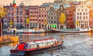 سیاحوں کی بڑھتی تعداد سے پریشان شہر کے 'انوکھے منصوبے'