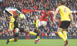 Fernandes lifts United as Wolves, Arsenal boost CL hopes