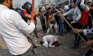 پتھراؤ اور پھولوں میں ٹرمپ کا دورہ بھارت