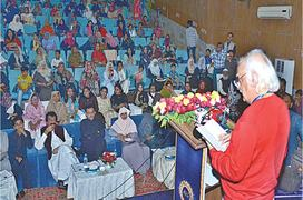 Anwar Maqsood advises Mohajirs to introduce themselves as Pakistani
