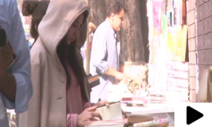 علم بانٹتا لاہور کا تاریخی اردو بازار