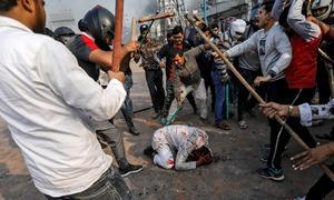 مسلمانوں کے قتلِ عام پر پہلے گجرات پولیس تماشائی تھی اب دہلی پولیس