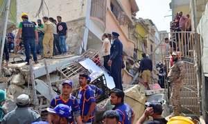 کراچی میں رہائشی عمارت زمین بوس، 14افراد جاں بحق