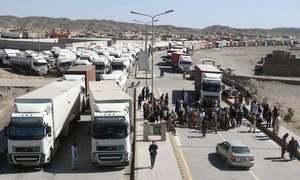 کورونا وائرس: تفتان بارڈر کی بندش کے باعث 1400 کارگو ٹرک پھنس گئے