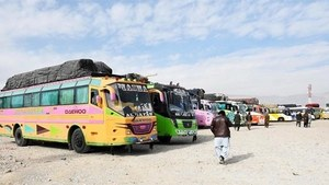 671 returnees from Iran leave for Sindh in convoy of 18 buses