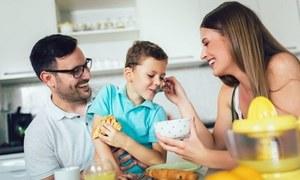 کورونا وائرس: لاک ڈاؤن اور تعطیلات کے دوران والدین کیا کریں؟