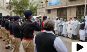 ڈی آئی خان میں پولیس کی کورونا کے خلاف لڑنے والے ڈاکٹرز کو سلامی