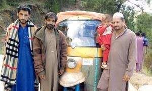کورونا وائرس سے بڑھتی بیروزگاری: کراچی سے رکشے پر پختونخوا جانے والے دوستوں کی کہانی