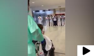 اٹلی: جب کورونا وائرس سے متاثرہ خاتون کو صحتیابی کے بعد تالیاں بجا کر رخصت کیا گیا