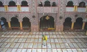 خیبرپختونخوا: 5 سے زائد افراد کے مسجد میں باجماعت نماز ادا کرنے پر پابندی