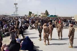 Afghans return home through Chaman border