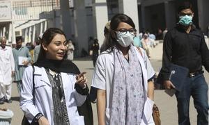 ڈاکٹروں کا حکومت سے لاک ڈاؤن مزید سخت کرنے کا مطالبہ