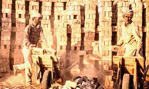 لاک ڈاؤن کے باعث معاشی سرگرمیاں متاثر ہونے سے مزدور طبقہ مشکلات کا شکار
