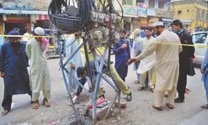 Two traffic policemen among five injured in Peshawar blast