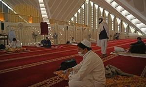 پاکستان میں کورونا کی وبا کے دوران اعتکاف کا آغاز