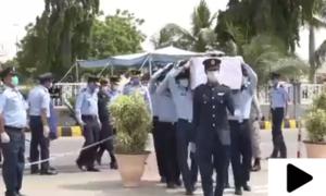 طیارہ حادثہ میں شہید اسکواڈرن لیڈر زین العارف خان کی نماز جنازہ ادا کردی گئی