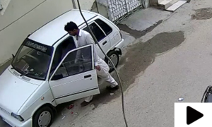 کراچی کے علاقے سمن آباد میں گھر کے باہر سے گاڑی کی چوری