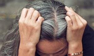 قبل از وقت بالوں کی سفیدی کو ریورس کرنا ممکن ہے؟