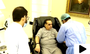 گورنر سندھ نے کورونا متاثرین کی مدد کیلئے اپنا پلازما عطیہ کردیا