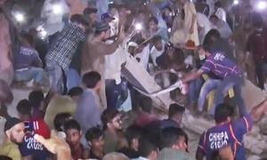 کراچی میں 5 منزلہ عمارت منہدم، 2 افراد جاں بحق