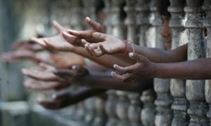 ملک میں مزید ایک کروڑ افراد کے خطِ غربت سے نیچے جانے کا اندیشہ