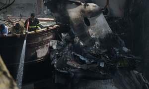 طیارہ حادثہ: لواحقین کا کراچی یونیورسٹی کی لیب پر شکوک و شبہات کا اظہار