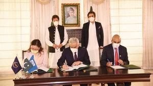 کورونا وائرس: 3 مالیاتی اداروں کے ساتھ ڈیڑھ ارب ڈالر کے معاہدوں پر دستخط