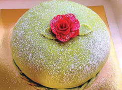 EPICURIOUS: A CAKE FIT FOR ROYALTY
