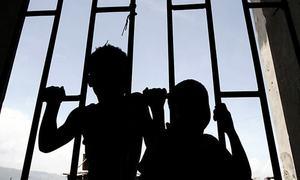 سندھ: بچوں سے بدفعلی، ان کی ویڈیوز بنانے والا اسکول ٹیچر گرفتار