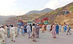 Khyber road blocked against cattle import ban