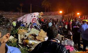 بھارت میں ایئر انڈیا کا طیارہ رن وے پر خوفناک حادثے کا شکار، 17 مسافر ہلاک