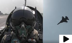 ایئر چیف مارشل کا نئے جے ایف -17 بی ڈوئل سیٹ لڑاکا طیارےکی آپریشنل صلاحیتوں کا جائزہ