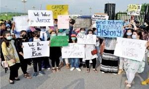 طلبہ کا او، اے لیولز کے نتائج میں کمی، 'امتیازی سلوک' پر احتجاج