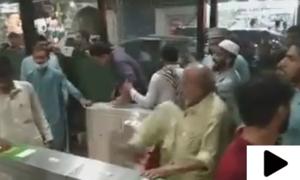 بی آر ٹی پشاور کے اسٹیشنز پر ہنگامہ آرائی کی ویڈیوز وائرل