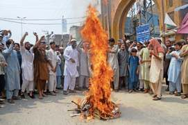 Gridlocks as Peshawarites stage protests against power cuts
