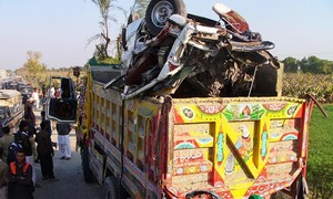 10 die as truck rams into wagon near Sibi