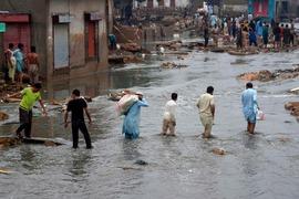 شدید بارشوں کے سبب سندھ میں جمعہ کو چھٹی کا اعلان