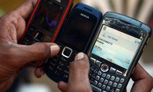 کراچی میں بارش، بجلی کی لوڈشیڈنگ سے موبائل فون سروس بری طرح متاثر