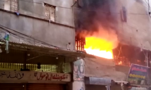 کراچی: ہجرت کالونی میں عمارت میں آتشزدگی، بچی سمیت 4 افراد جاں بحق